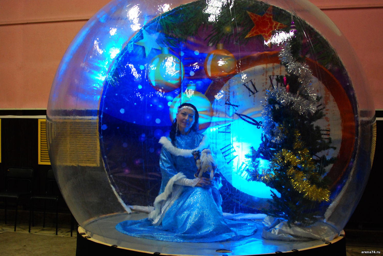 Фото Фотозона «Снежный шар» (прозрачная полусфера)